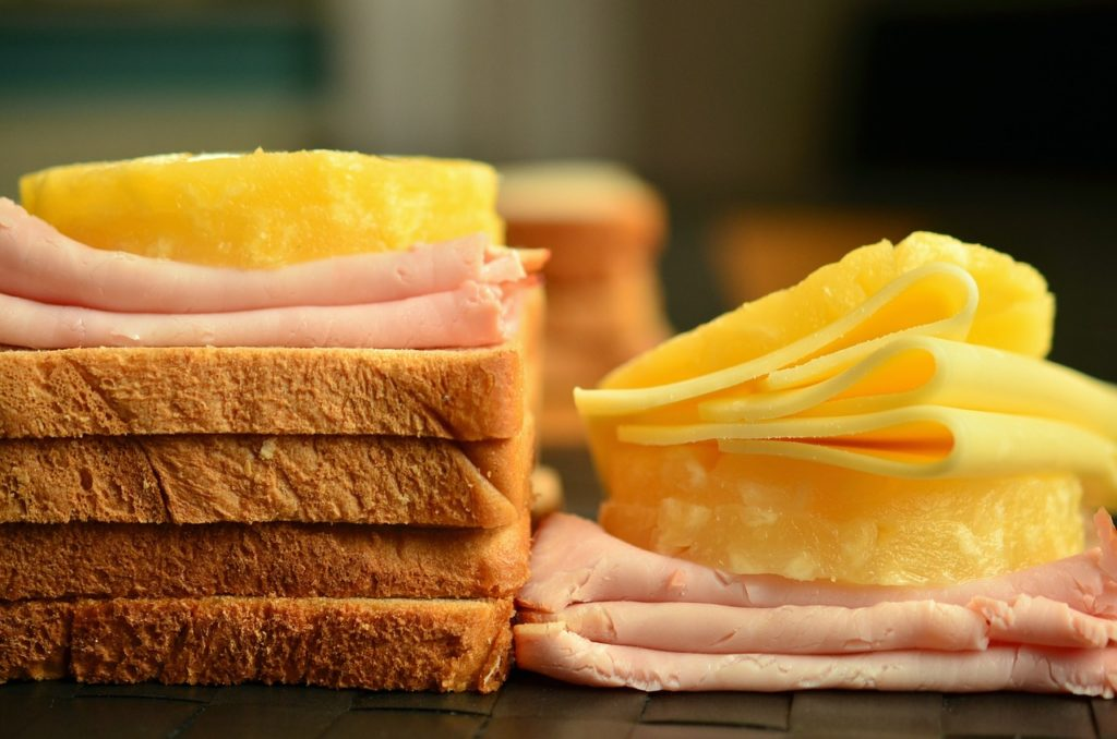 toustovač toasty syr šunka chlieb