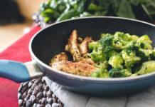 liatinová panvica brokolica mäso