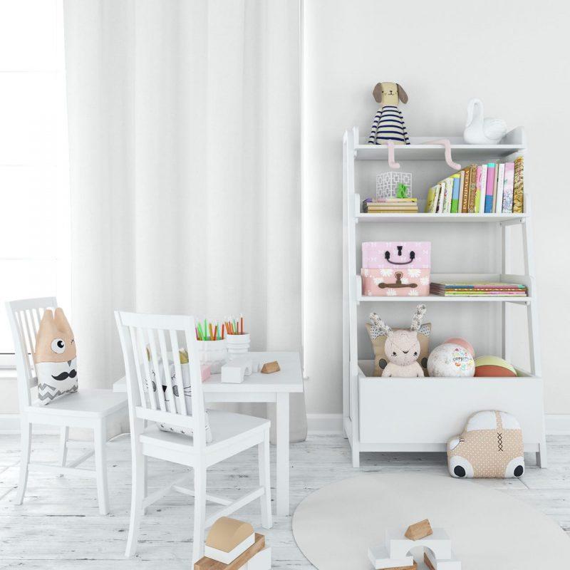 biele stoličky a nábytok