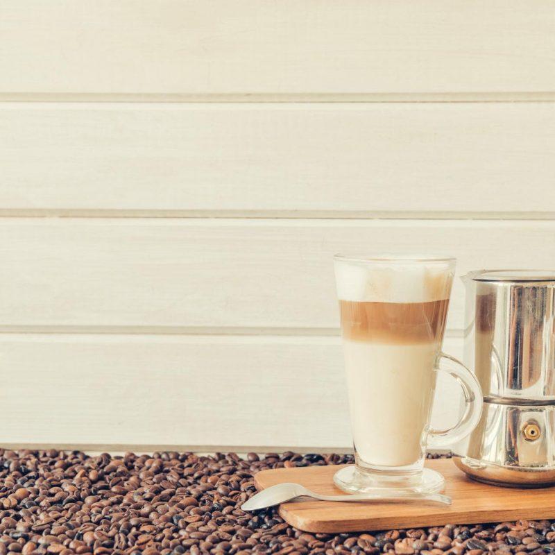 latte a moka konvička