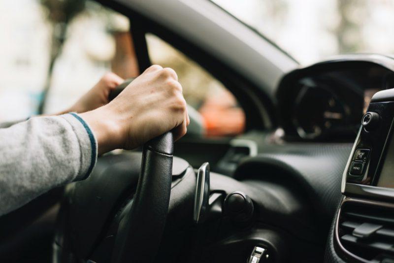 ruky na volante