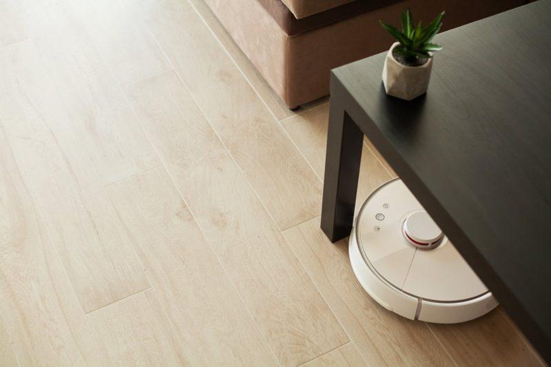 vysávač pod stolom Xiaomi Mi Robot Vacuum