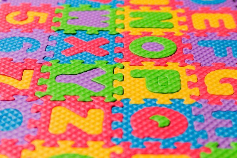 farebné penové puzzle