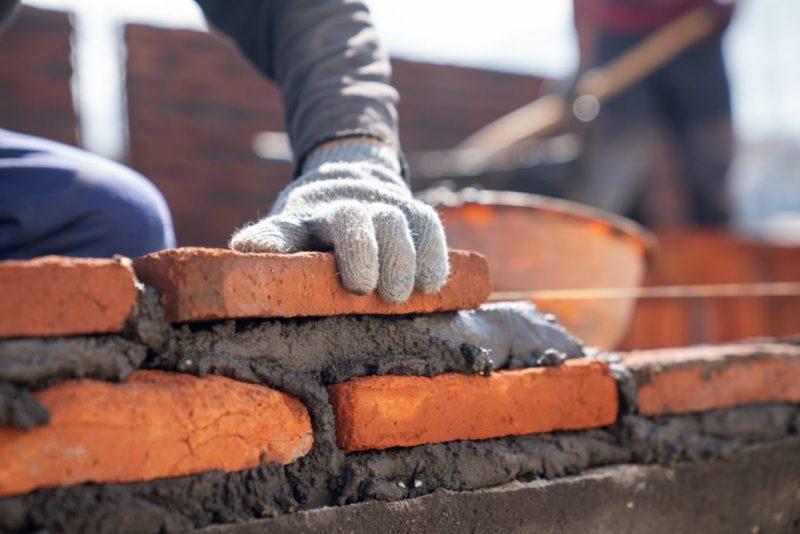 stavanie múru