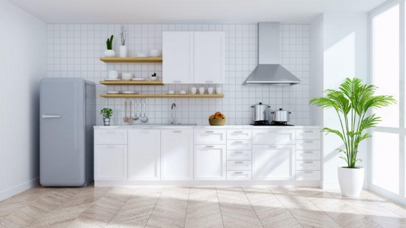 biela kuchyňa a biely obklad do kuchyne