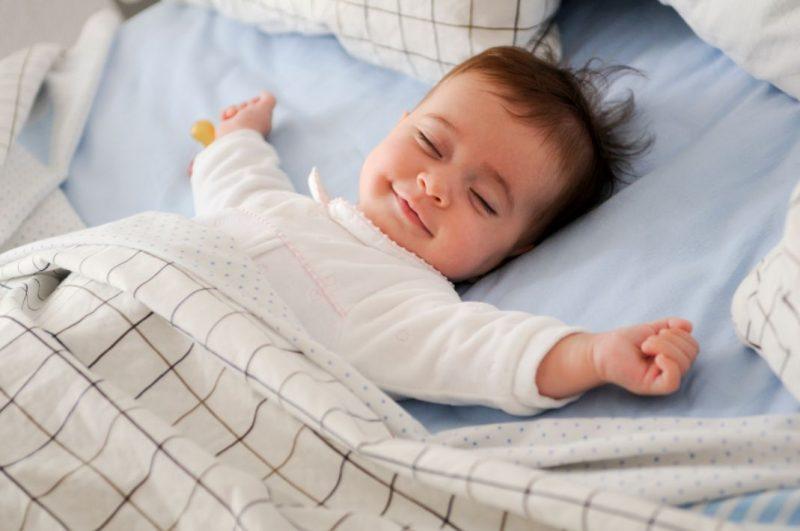 dieťa, ktoré spí