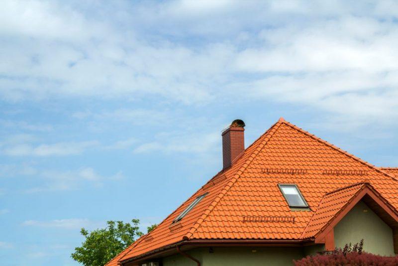 strecha domu a komin