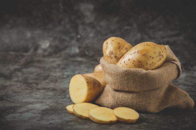 nakrájané zemiaky vo vreci